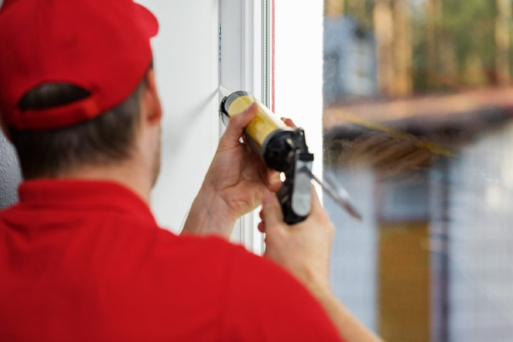 Use_Correct_Caulk_On_Window_Frames