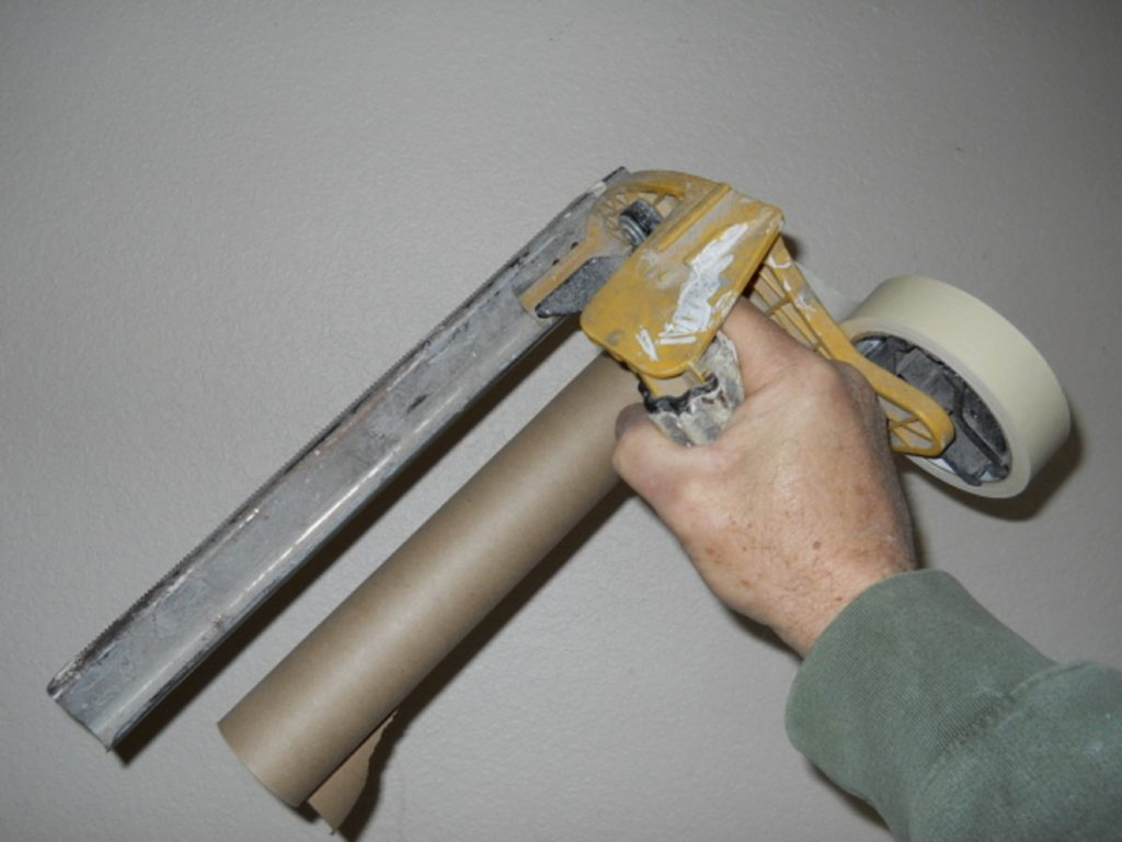 Painting_Trim_With_Professional_Tools
