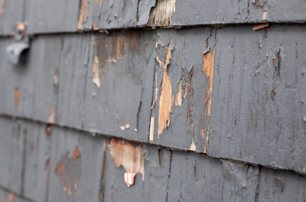 Paint_peeling_on_shingles
