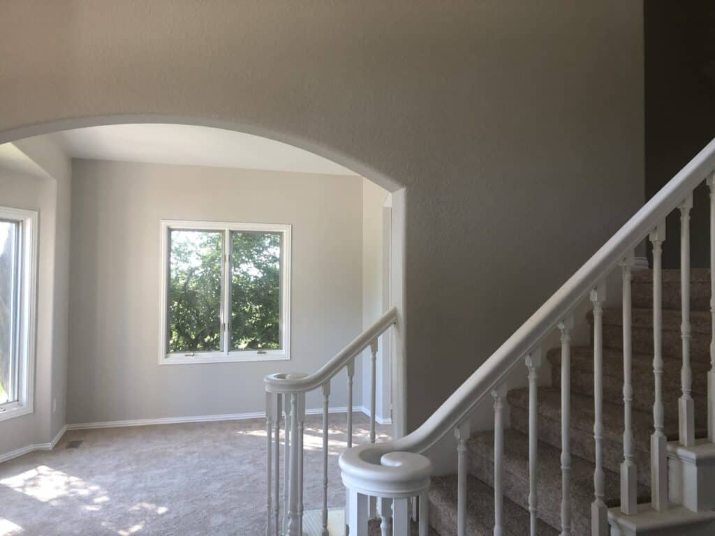 Trim_Paint_Finishes_In_Living_Room_Areas