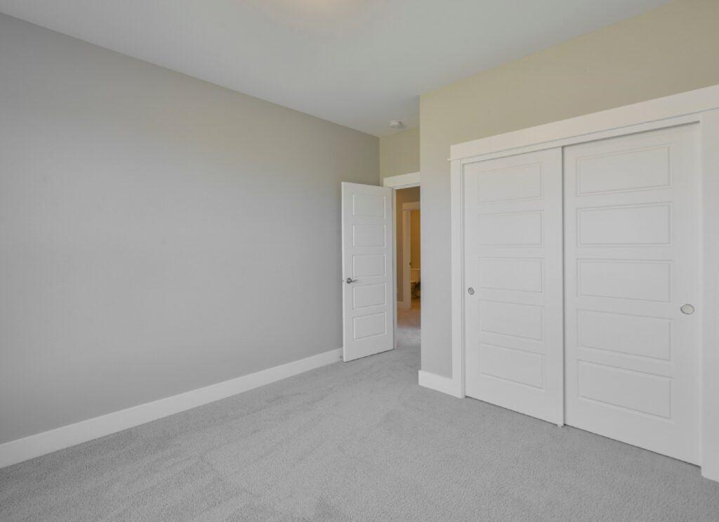 Color_To_Paint_Closet_Doors