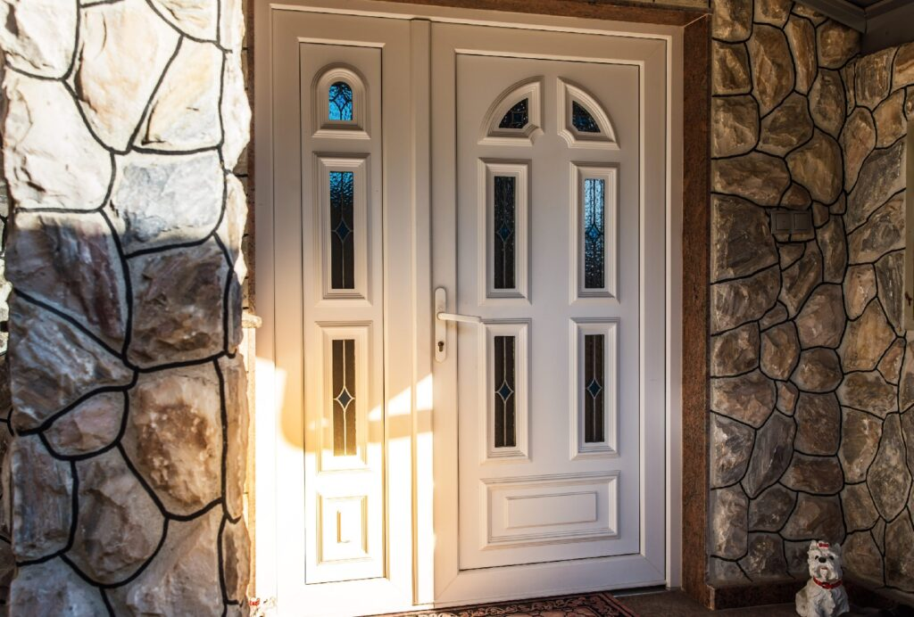 Front_Doors_Have_Exterior_Lighting