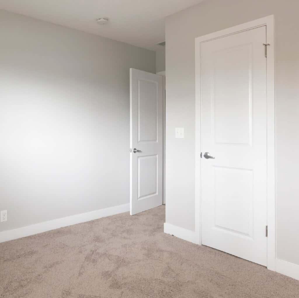 Paint_Color_For_Closet_Doors